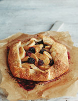 Freeform Pear and Blackberry Pie