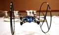 Parrot MiniDrone, un cuadricóptero de bolsillo que hasta se sube por las paredes