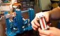DIY Lego Test Machine: Baustein kann 34.589 mal aufgesteckt werden (Video)