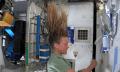 Haarewaschen in der Schwerelosigkeit der ISS (Video)