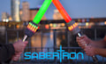 Sabertron: Interaktiver Schwertkampf für Discount-Jedis