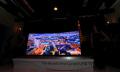 Samsung UHD TV curvada de 105 pulgadas vista de cerca