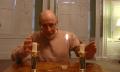 Trick-Tutorial: Wie man eine Flamme zwischen Kerzen wandern lässt