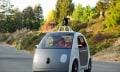 Google-Auto zuckelt im Sommer über kalifornische Straßen