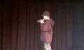 Seltsame Welt: Junge preist Windows Phone auf Schulveranstaltung an