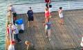 Angler fischt Drohne vom Himmel (Video)