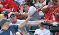 Zeitgeist-Drama: Baseballschläger fliegt Smartphone-okkupiertem Teenager vors Gesicht