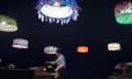 Drohnen-Theater: Der Lampenmacher und das Lampenschirmballet (Video)