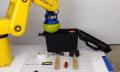 Video: Kaffee-Roboterhand packt Werkzeuge ein