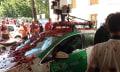 Sí, este es el coche de Google destrozado entre tomates... de la Tomatina
