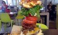 Video: McDonalds Bestellkiosk spuckt 1,7-Kilo-Monsterburger aus