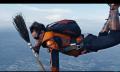 Harry Potter wäre stolz: Skydiver spielen gefährliche Partie Quidditch (Video)
