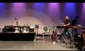 Vierarmiger Marimba-Roboter jamt mit zweieinhalbarmigen Musikern