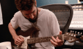 Next-Level-Instrumentenbau: Fender Stratocaster aus Pappe