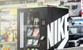 Nike belohnt fleißige FuelBand-Träger mit wanderndem Warenautomaten