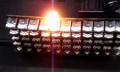 Space Invaders im echten Leben: Laser brennen Papier-UFOs weg (Video)