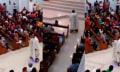 Un sacerdote suspendido por dar misa... ¡en un hoverboard!