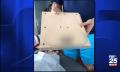 Schöne Bescherung: Eltern verschenken PS4, im Karton befindet sich Klotz