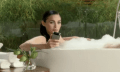 Video: Neuer Motorola Spot mit Megan Fox in Schaumbad