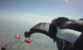 Video: Wingsuit Skydiver mit Fußkamera