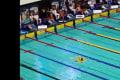 オリンピック選考会に「アヒルの浮き輪男」が乱入→水泳大会が一時中断して迷惑すぎるwww【動画】