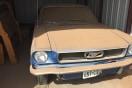埃を被ったままガレージに眠っていた、美しい1966年式フォード「マスタング」