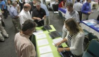 U.S. Job Growth Misses Expectations, May Delay Fed Tapering