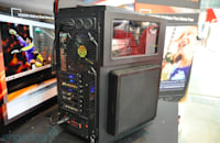 Thermaltake Level 10 GT modded to the high heavens, shows off spacious interior (hands-on)
