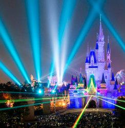 【ディズニー情報】カウントダウンはパークで!夢と魔法すぎる終夜営業チケット大発売! 「ニューイヤーズ・イヴ」の「テーブル・イズ・ウェイティング」はラスト公演で、新春早々号泣だぞ!