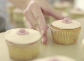 カップケーキを使って乳がんのセルフチェックが簡単にできる動画が画期的すぎる