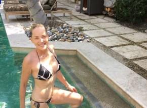シャロン・ストーン(58歳)が露出度高めのビキニ姿を披露して話題に 「信じられない」