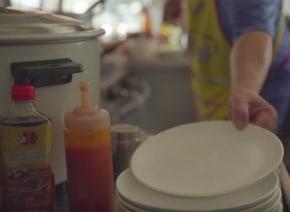 これはありそうでなかった!タイ発「穴あき皿」がダイエッターの味方すぎる【動画】