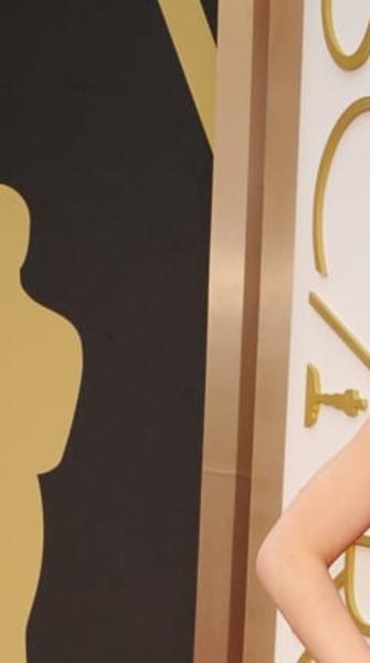 Jennifer Lawrence falls (again) on the red carpet