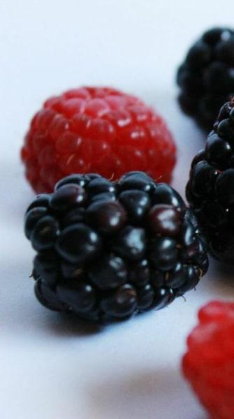 DIY natural berry lip balm