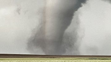 Large tornado tracks dangerously close to Dodge City, Kansas