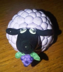 Killer FarmVille Pic of the Day: Artsy Clay Sheep