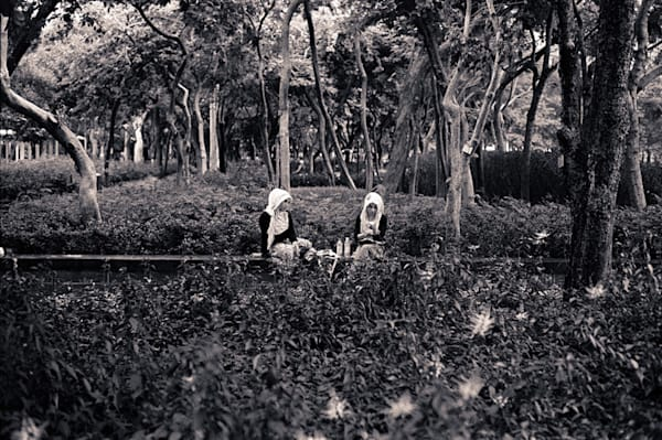 Indonesian Maids In Hong Kong Park. Photography Si
