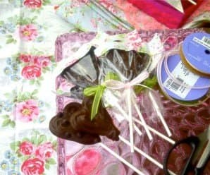 Valentine's Day Gift Idea: DIY Dark Chocolate Lollipops
