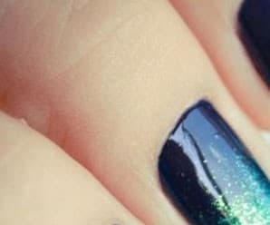 Mani of the Day: Glitter Sea Nails