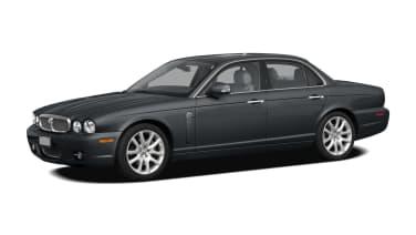 (Super V8) 4dr Sedan