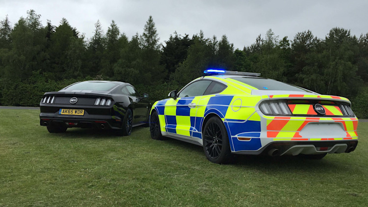 ford mustang poised for police duty in uk autoblog. Black Bedroom Furniture Sets. Home Design Ideas