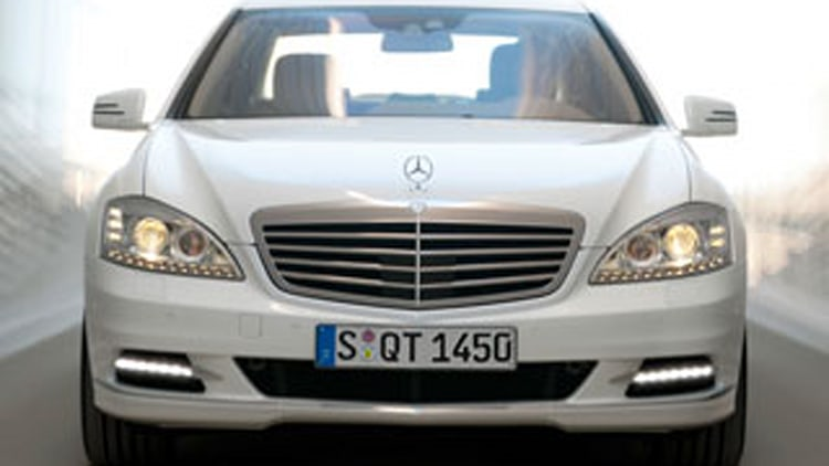 Review 2010 mercedes benz s400 hybrid who is it for for Mercedes benz s400 price
