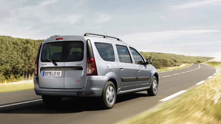 dacia launches ethanol fueled version of logan mcv autoblog. Black Bedroom Furniture Sets. Home Design Ideas