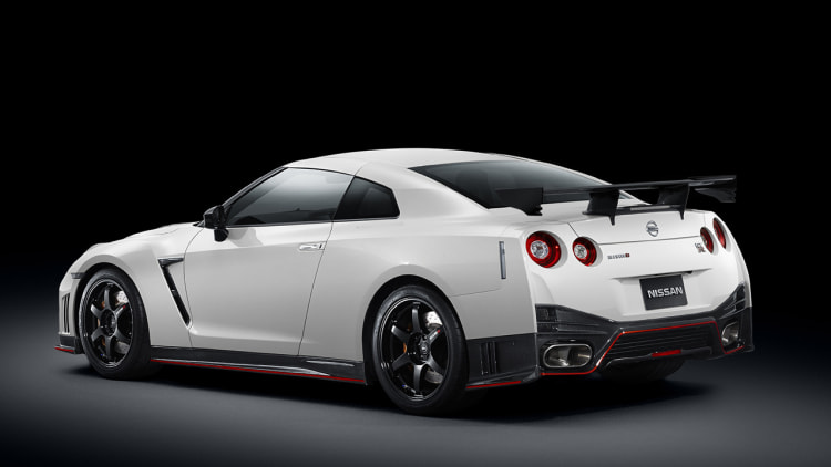 2015 nissan gt r nismo priced from 149 990 w videos autoblog. Black Bedroom Furniture Sets. Home Design Ideas