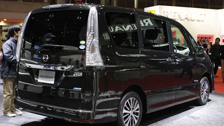 2014 Nissan Serena offers big flexibility in a tidy package - Autoblog
