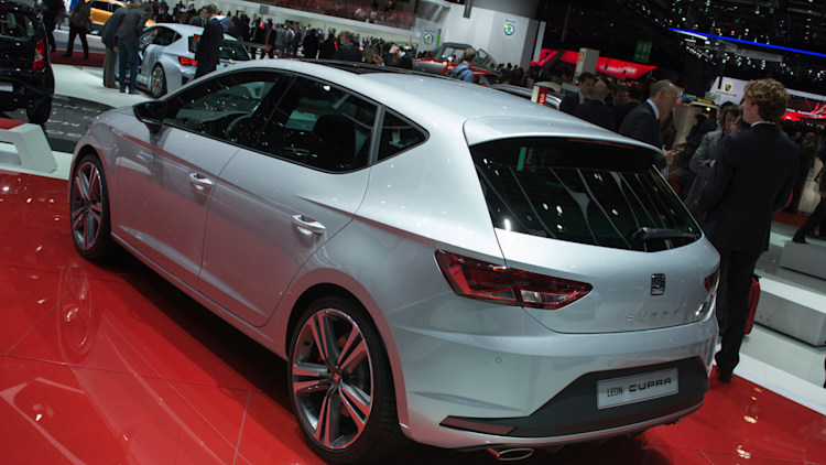 seat leon cupra is the new front drive king of the ring w. Black Bedroom Furniture Sets. Home Design Ideas