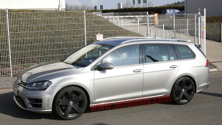 volkswagen golf r wagon promises to be fast and functional w poll autoblog. Black Bedroom Furniture Sets. Home Design Ideas