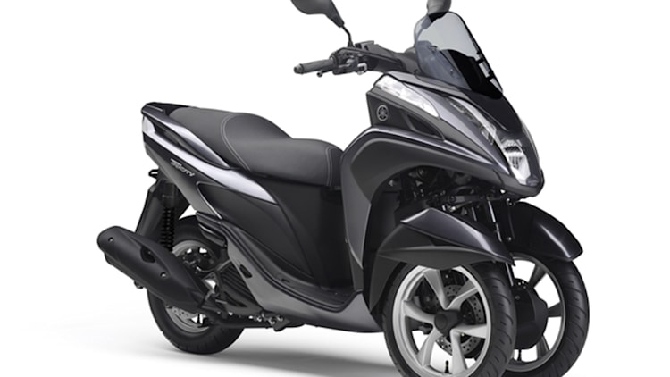 yamaha debuts tricity 3 wheel scooter w video autoblog. Black Bedroom Furniture Sets. Home Design Ideas
