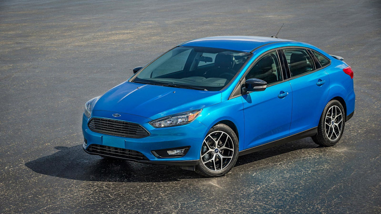 2015 ford focus sedan is fresh faced and ready to defend its most popular crown - Ford Focus St 2015 Blue