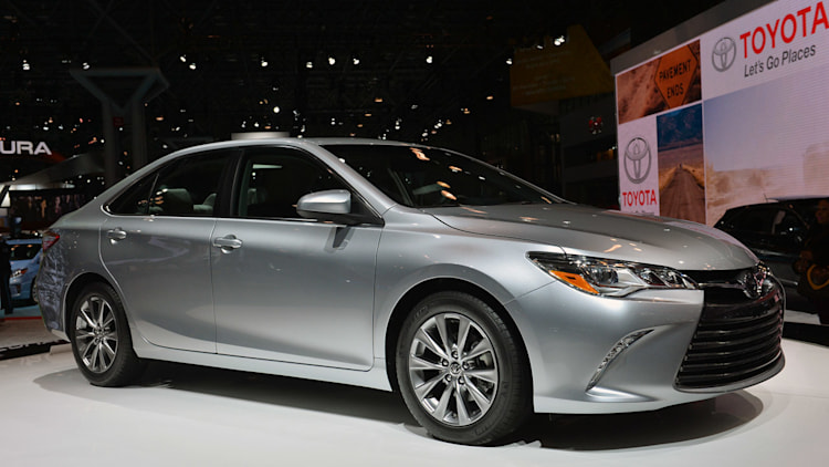 2015 toyota camry priced at 22 970 hybrid at 26 790 autoblog. Black Bedroom Furniture Sets. Home Design Ideas